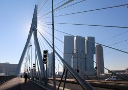 1280px-Erasmusbrug_&_De_Rotterdam